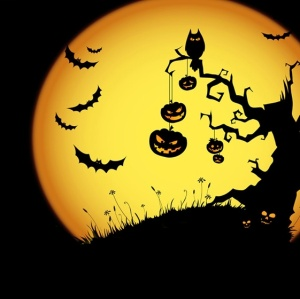 Halloween_tree_and_moon_pic
